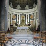 Prezbiterium i ołtarz główny