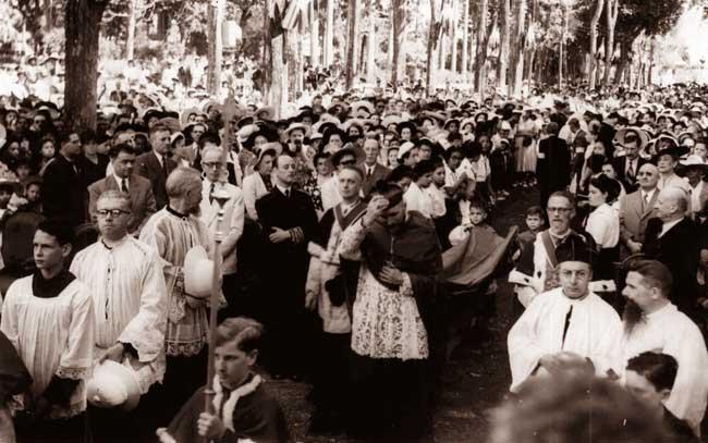 Abp Marcel Lefebvre odwiedził Reunion w 1952r., gdy pełnił misję nuncjusza apostolskiego dla Francuskiej Afryki