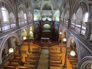 Widok z chóru kaplicy pw. św. Józefa w przeoracie FSSPX w Saint Césaire (dawnym klasztorze ss. prezentek)