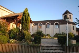 Widok na klasztor karmelitanek bosych w Eynesse