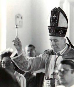 Abp Lefebvre konsekruje kościół w Goldsboro