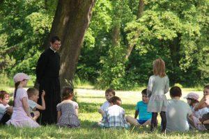 Br. Maksymilian sprawował opiekę nad najmłodszymi uczestnikami dni skupienia dla rodzin w Bajerzu