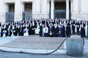 Siostry dominikanki przed Bazyliką Świętego Piotra
