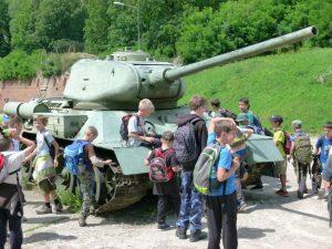 Uczestnicy obozu dla chłopców na terenie Twierdzy Kłodzko