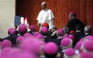 Papież Franciszek w otoczeniu członków Komitetu Koordynacyjnego Episkopatu Ameryki Łacińskiej