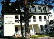 Budynek gimnazjum i liceum św. Tomasza z Akwinu w podwarszawskim Józefowie