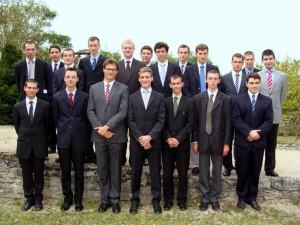 Uczestnicy kursu duchowości seminarium pw. Św. Jana M. Vianneya we Flavigny sur Ozerain