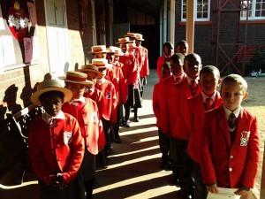 Uczniowie Saint John The Baptist School w Roodepoort na przedmieściach Johannesburga w RPA