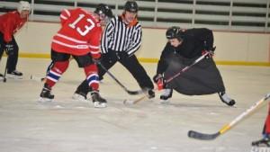 Mecz hokejowy pomiędzy księżmi i klerykami w seminarium FSSPX w Winonie (USA)
