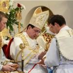 Ks. Favre FSSPX przyjmuje święcenia kapłańskie z rąk bp. de Galarrety