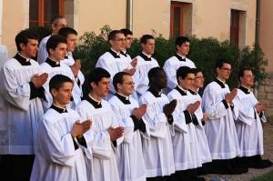 Nowo obłóczeni klerycy FSSPX z seminarium we Flavigny-sur-Ozerain