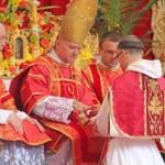 Dk. Jacek Maria Okuniewski OP przyjmuje święcenia kapłańskie z rąk bp. Bernarda Fellaya