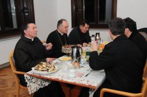 Przy stole z księżmi