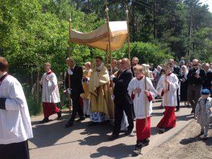 Procesja Bożego Ciała w Warszawie-Radości zgromadziła w tym roku kilkuset uczestników