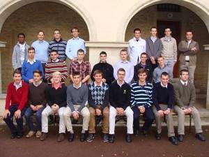 Nowi seminarzyści i przyszli bracia FSSPX z seminarium we Flavigny-sur-Ozerain w Francji